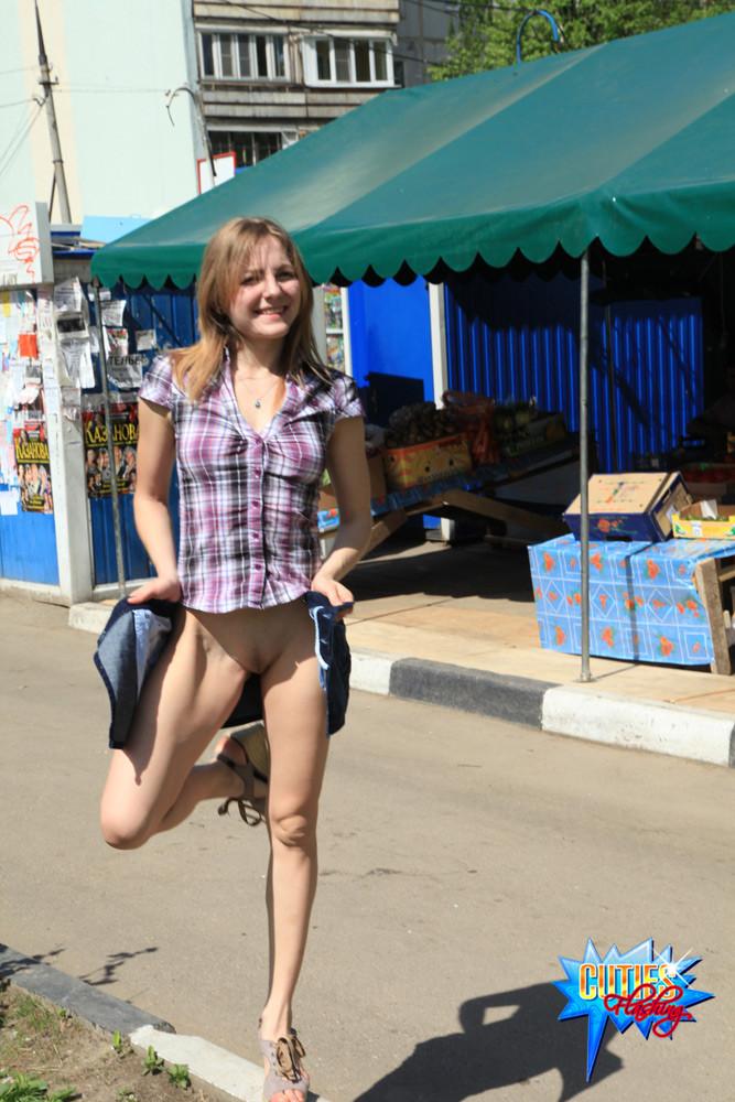 Public Upskirt No Panties