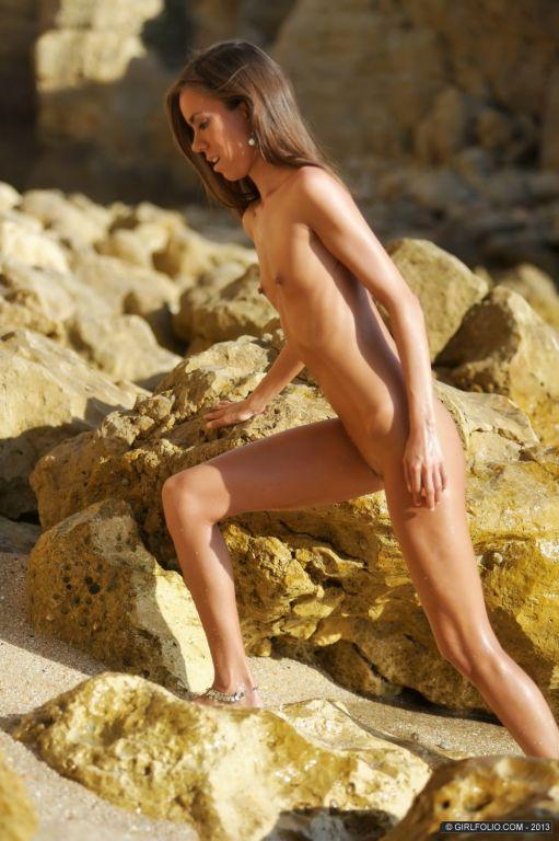 Carin on the beach under the sun of the Algarve