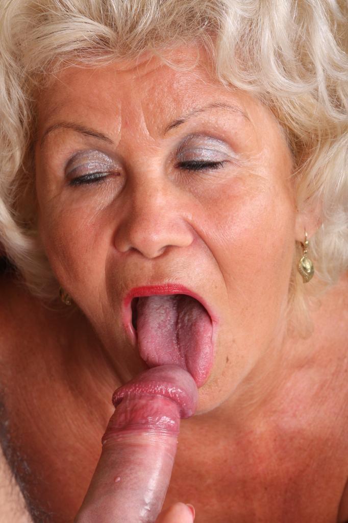 Hairy granny upskirt pics