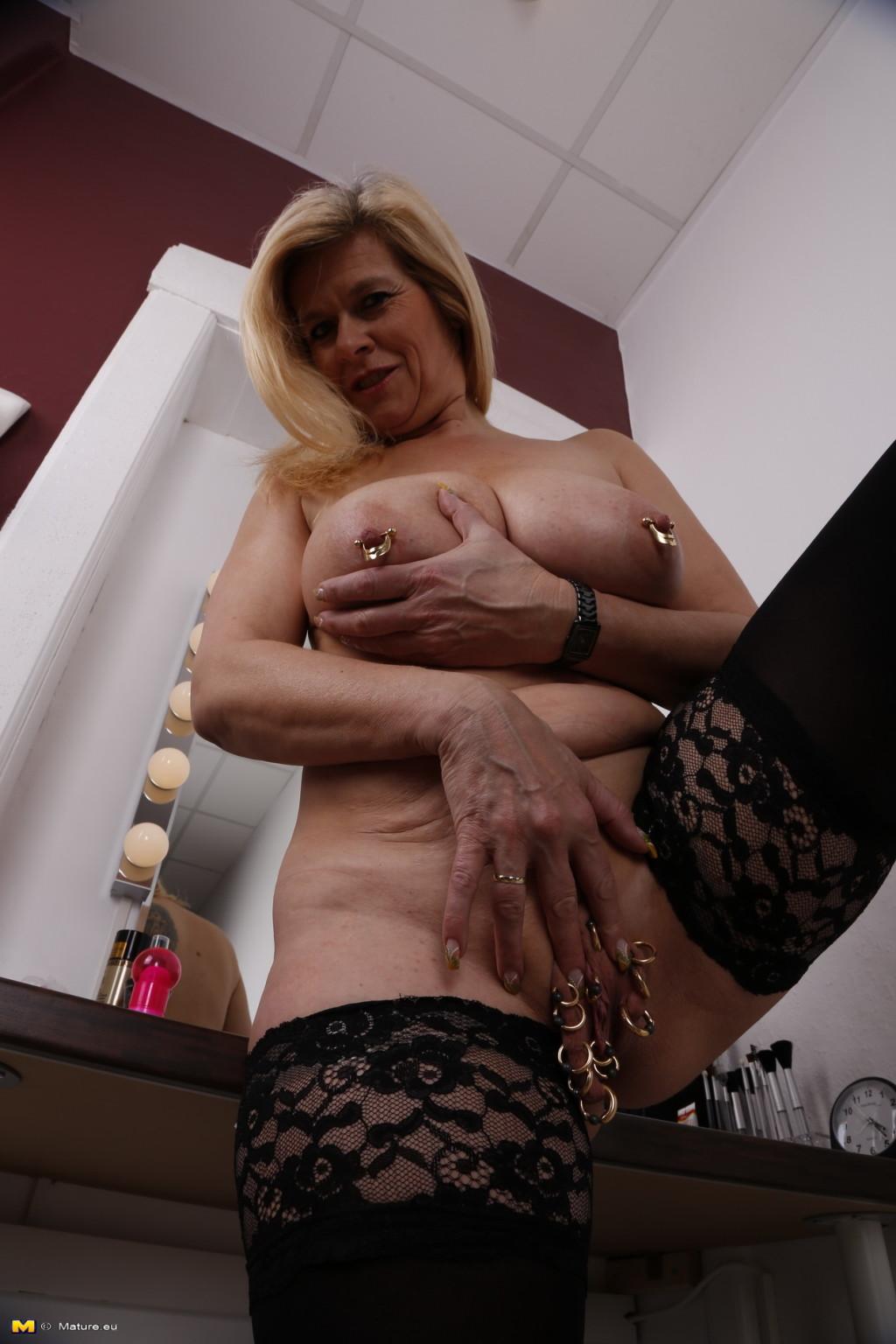 Mama mia gallery erotic