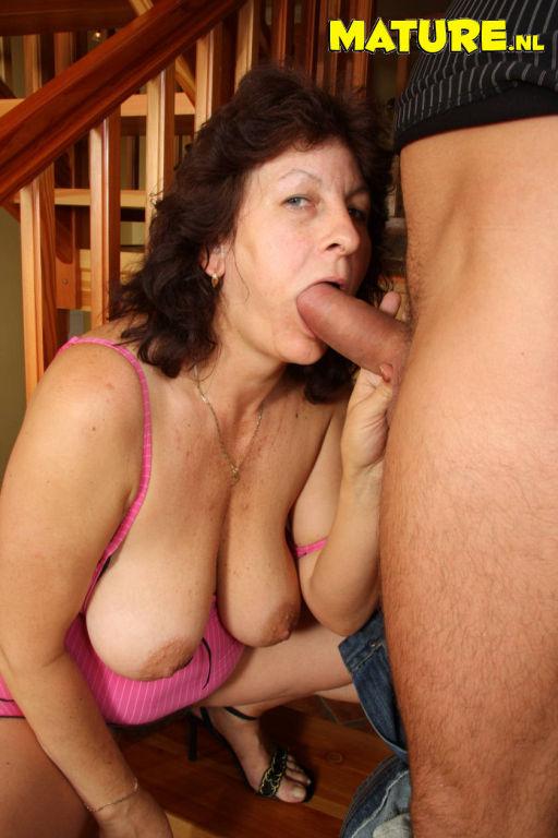 This mature slut really loves that hard throbbing