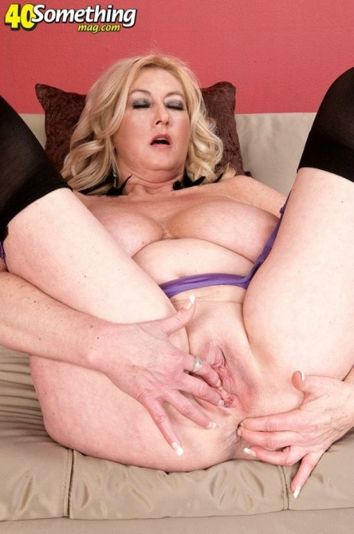 Big tits mature woman fingering her pussy and ass