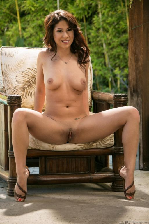 Girls just wanna have fun! Naked fun! Well Evi Fox