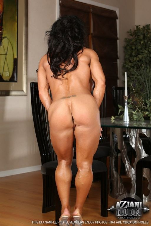 Sexy Rhonda Lee shows off her super big muscles an