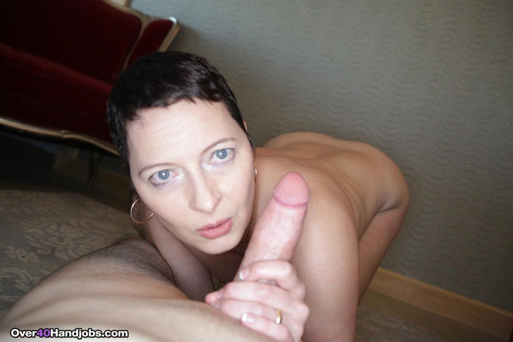 Milf Kali Karinena giving a nice sexy handjob
