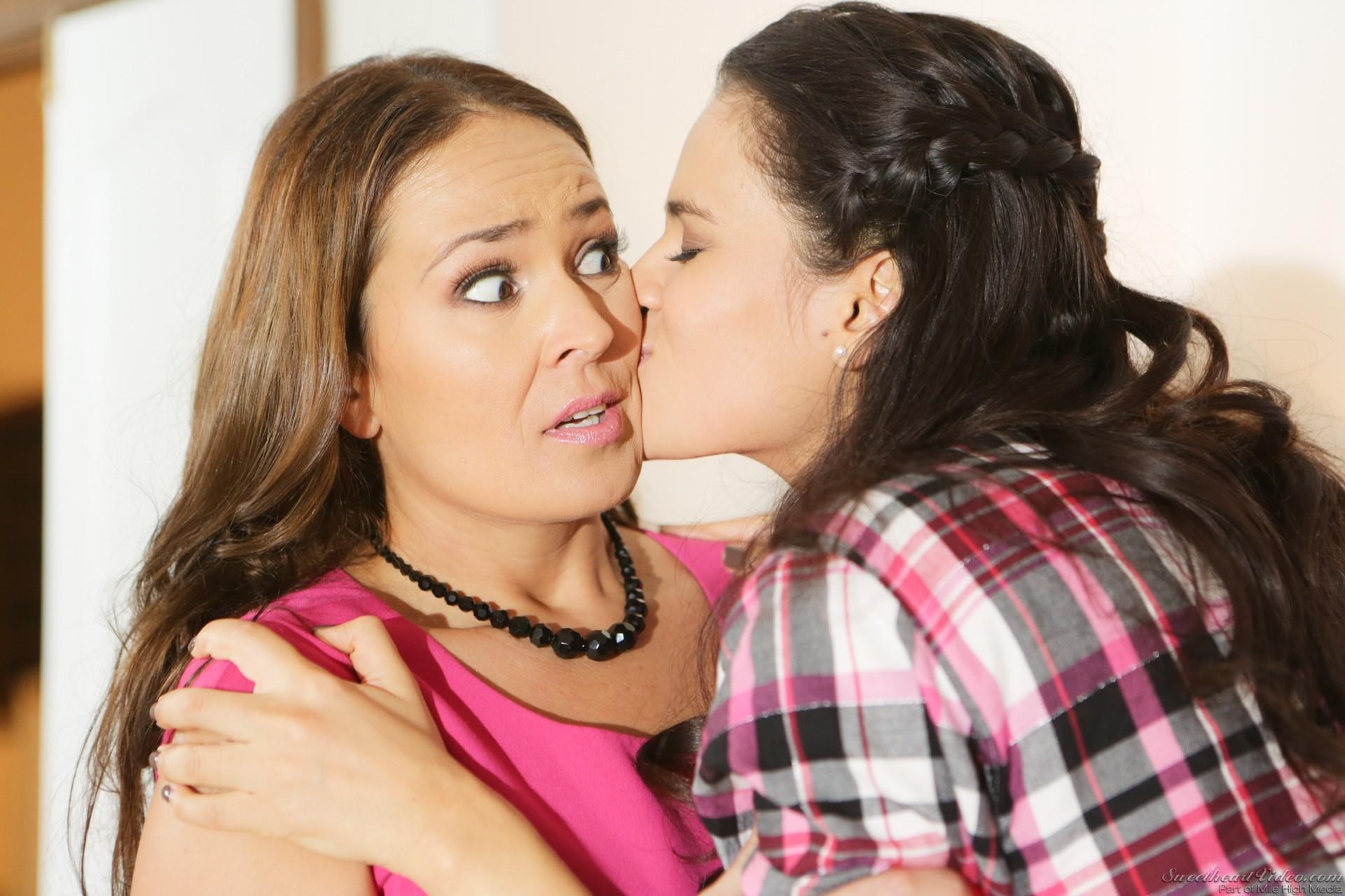 Hardworking lesbians Elexis Monroe and Vanessa Veracruz