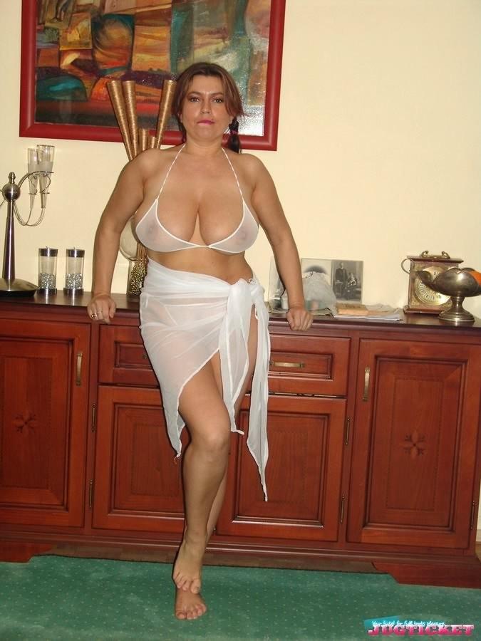 Mature Cleaning Big Tits