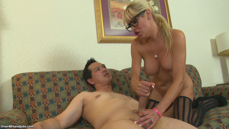 Дрочат порно мамочки