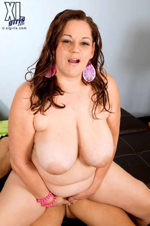 Hot Busty Fat Slut Nikki Armand Fucking Her Wet Pu