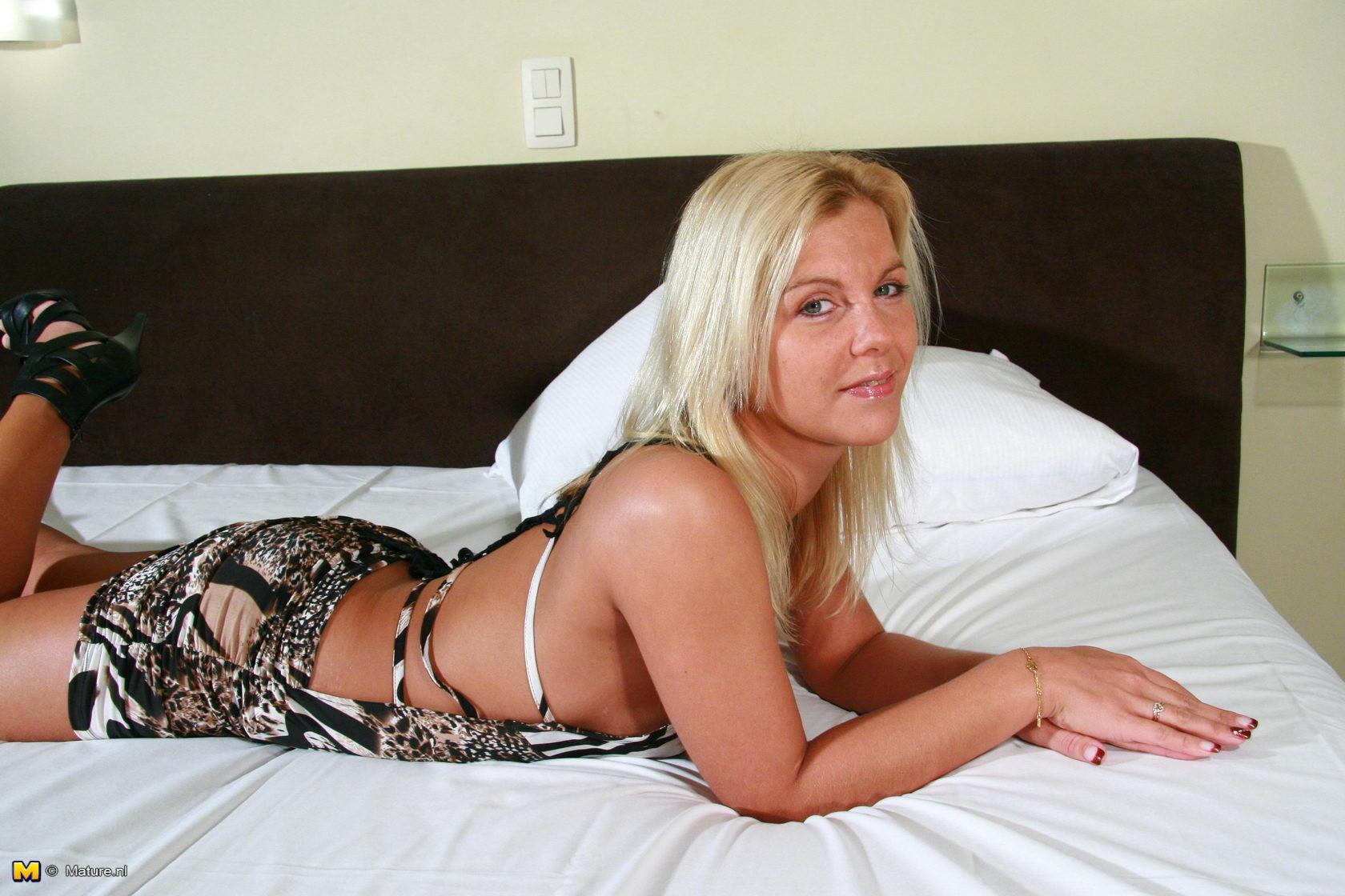 Hot Blonde Teen Threesome