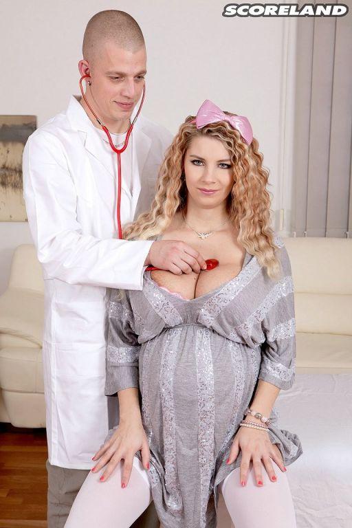 Pregnant pornstar Katarina Dubrova fucked by her d