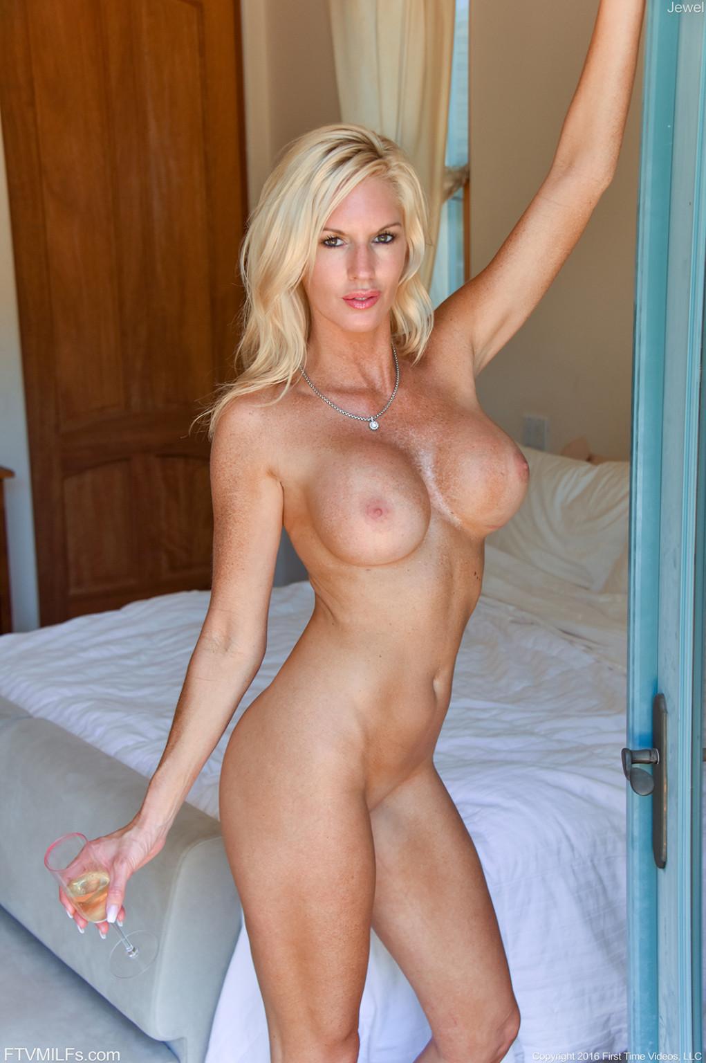 Chelsea clinton nude