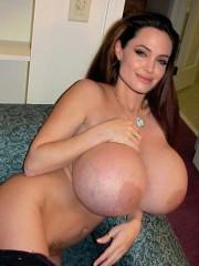 Celebrity Angelina Jolie fucked in fake porn pictu