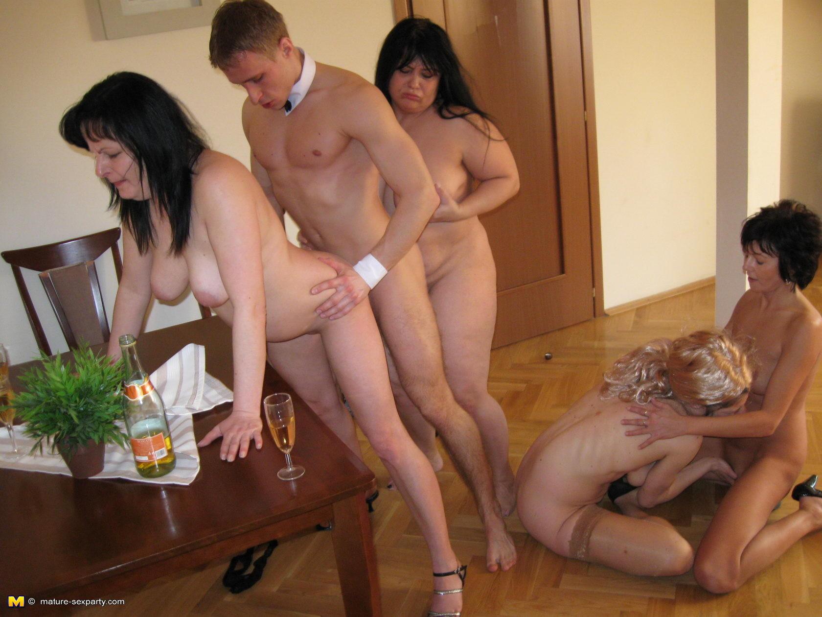 киска стал зрелые женщины трахаются на вечеринке добры заходить