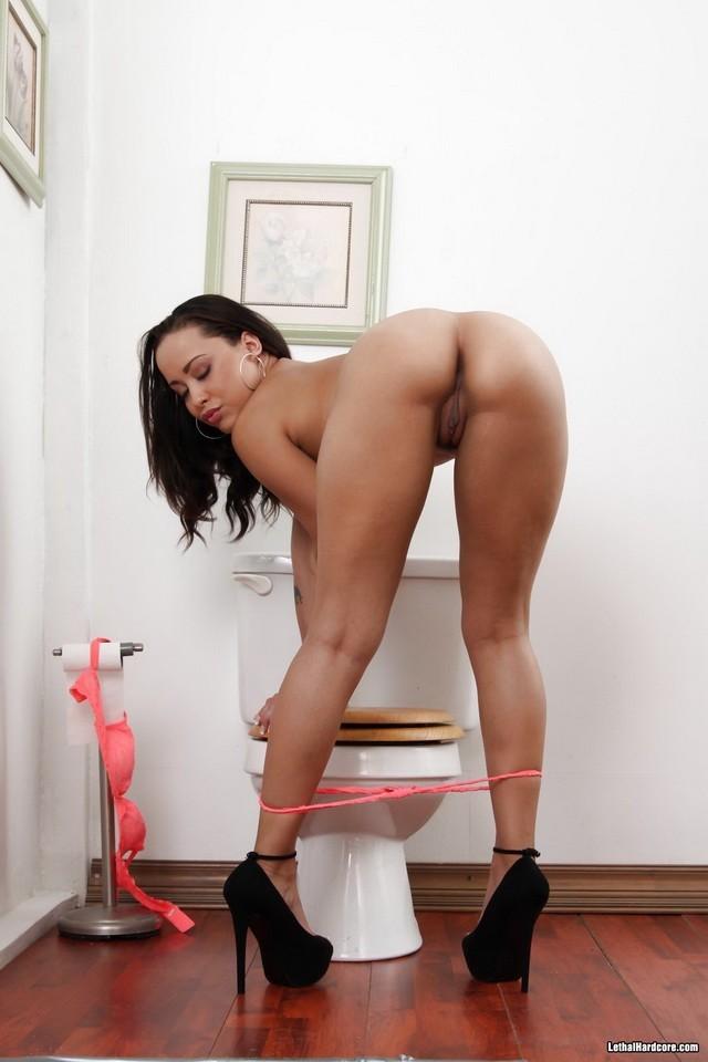 LILY: Mia Austin Gloryhole Porn Videos