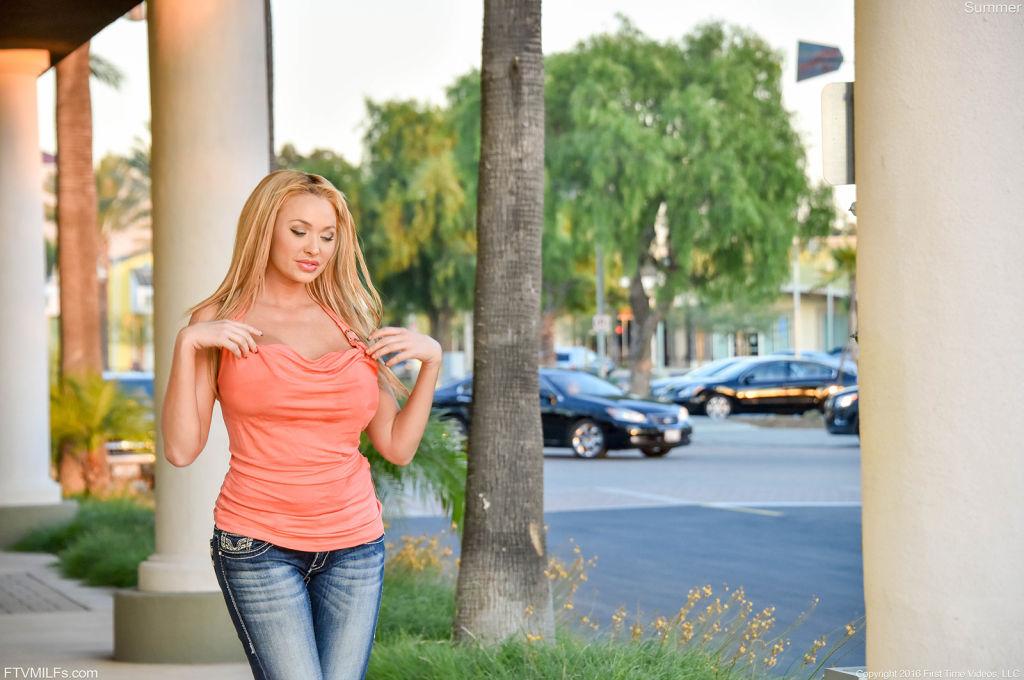 Sexy blonde milf reveal her big round juicy boobs