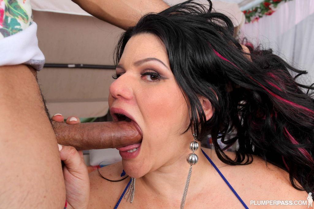 Curvy Latina Angelina Castro