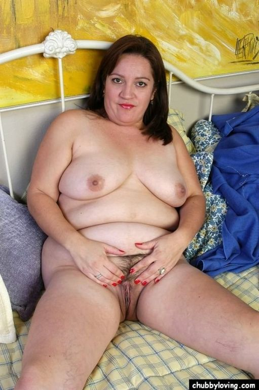 Busty fat mature spreading her pussy and playing d