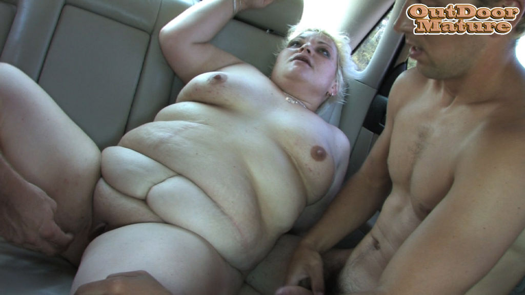 This chubby mature slut loves sucking cocks