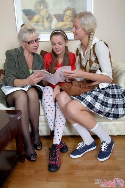 Teens Ellen Lotus and Katrina Zhenya taught by mat