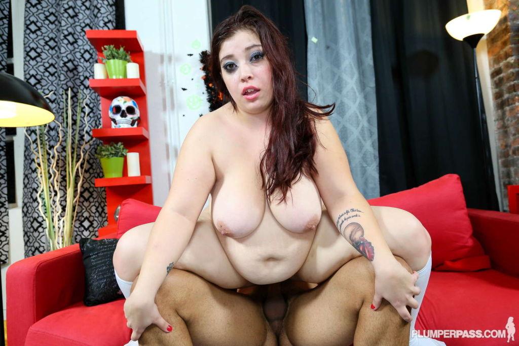 Some Cosplay Fun With Busty BBW Lola Lush