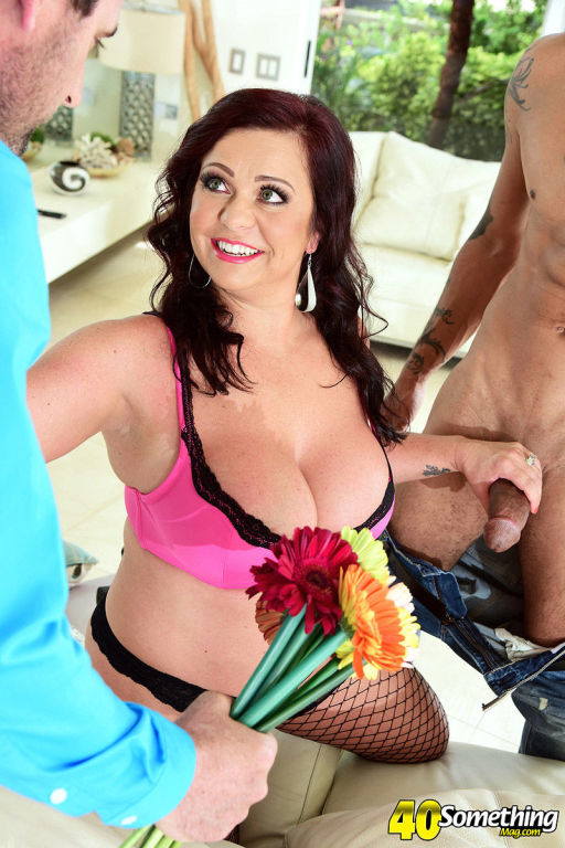 Krissy Rose a 42 year old wife and swingermakes a