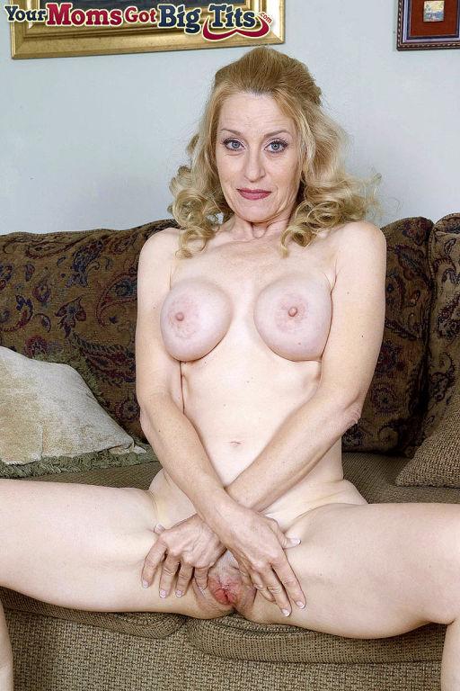 Busty mature diloing vagina