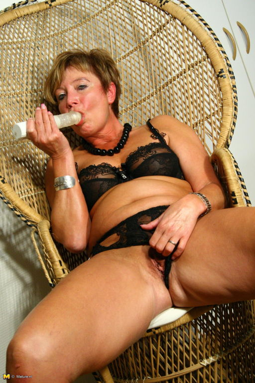 Mature slut playing with her wet dripping pussy