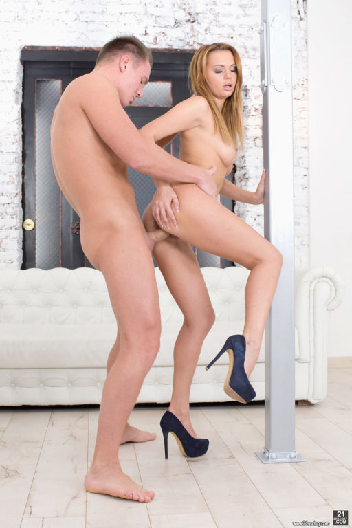 Emily Thorne gets her butthole stretched by a fat