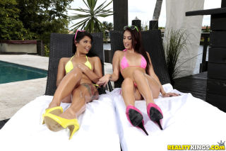Gina Valentina goes in lesbian only for asslicking