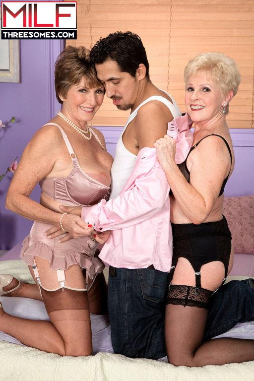 Mature Bea Cummins in threesome ffm