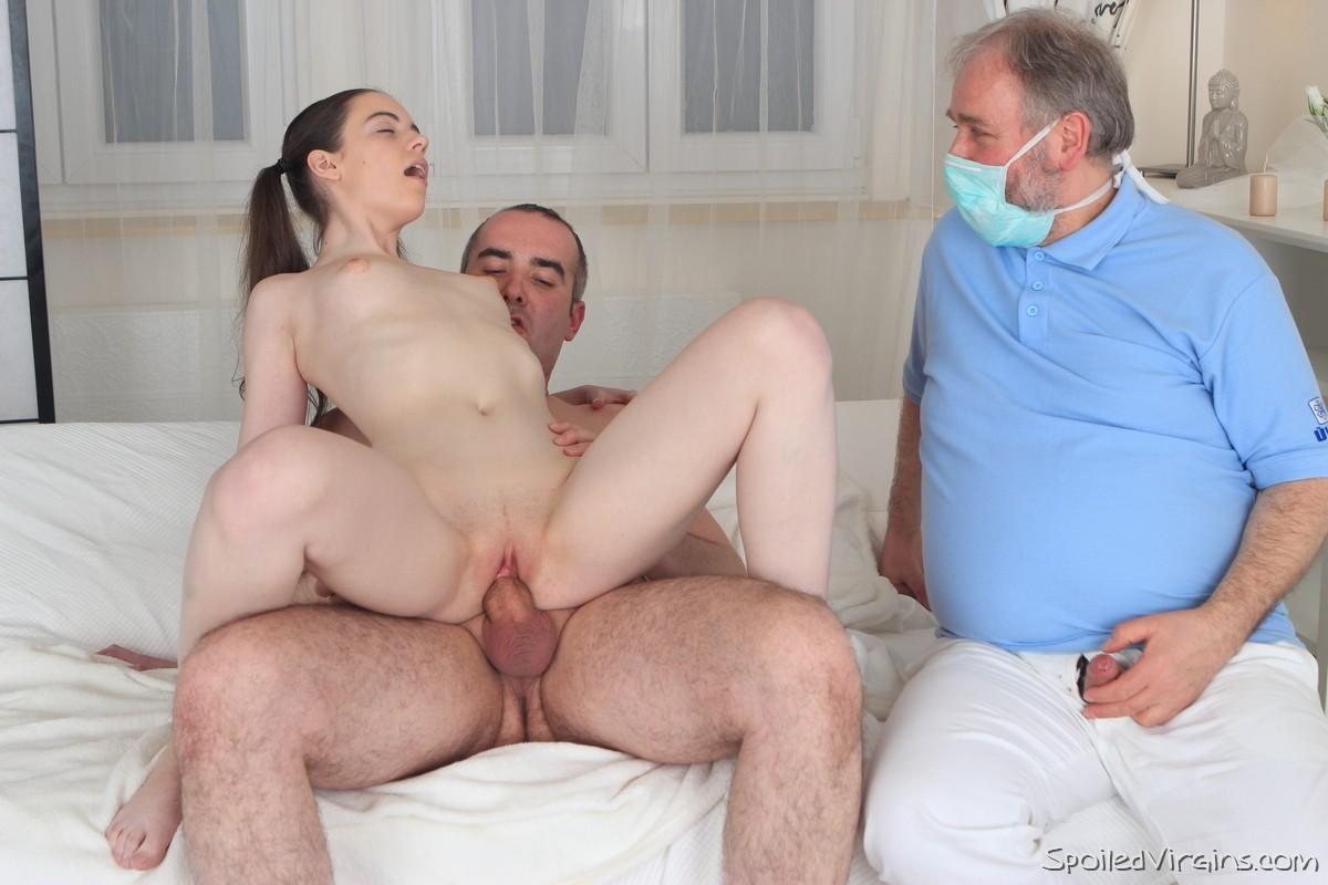 Секс Отец Рвет Дочка Целка