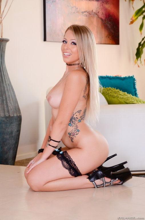 Blonde cutie Zoey Monroe shows her sexy body