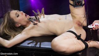 Goddess Aiden Starr dominates Emma Haize with the