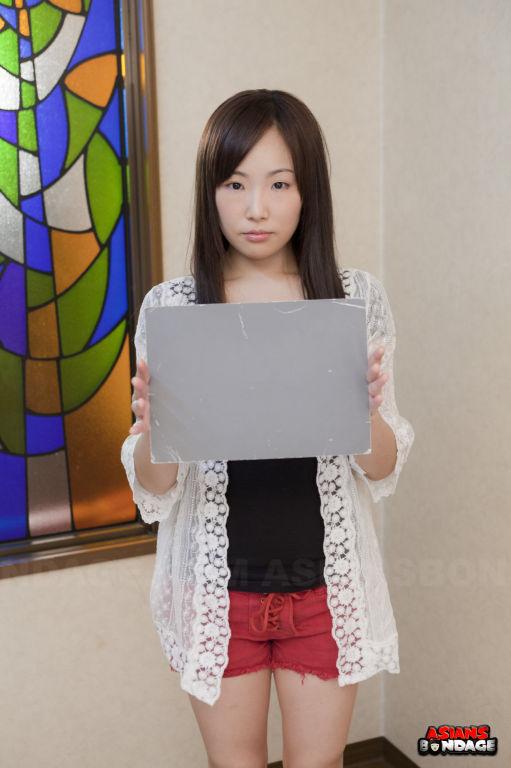 Ai Mizushima posing with pleasure