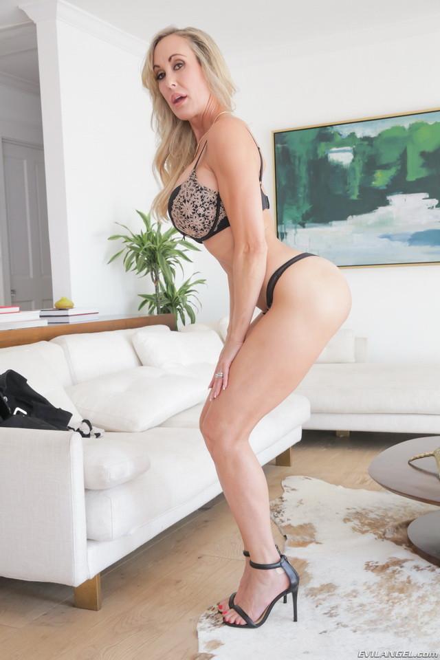 Skinny Blonde Amateur Milf