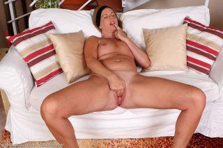 MILLF next door Laura G deeply explores her pussy