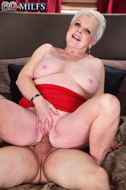 Dirty granny slut Jewel cums again