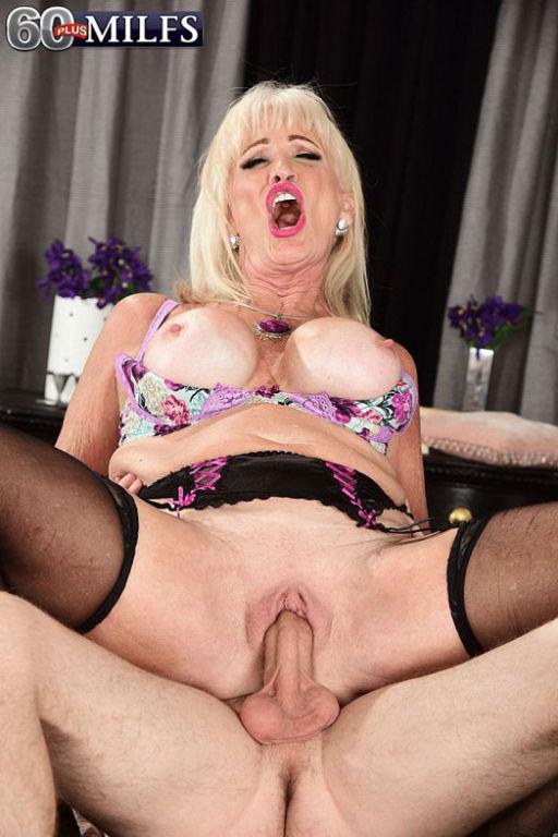 Horny granny milf Leah LAmour craving stiff hard d