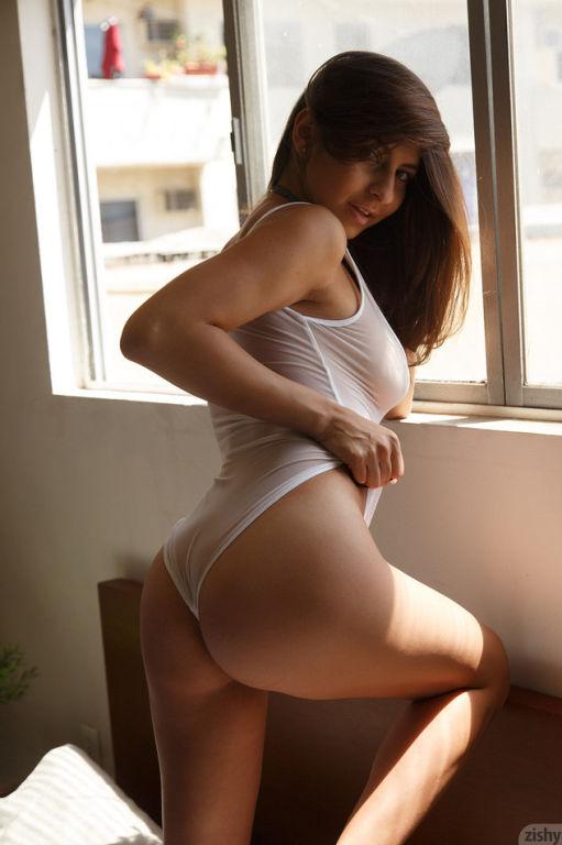 Busty pornstar Nina North teasing in her bed