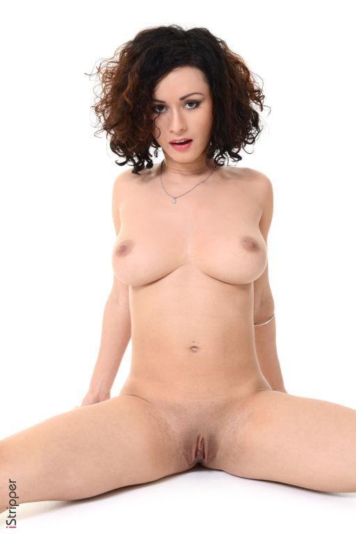Kinky brunette babe Pammie Lee spreading pussy lip