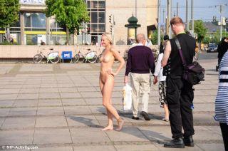 Linda Nude In Public