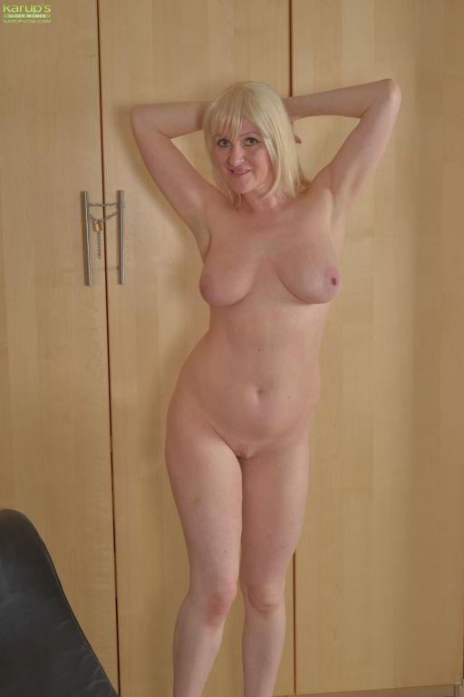 Busty short haired blonde Jade Wilson reveals her