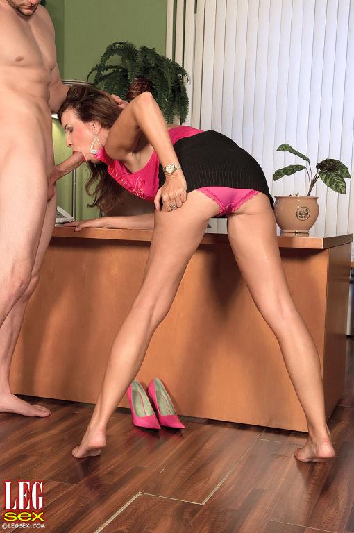 Sexy cougar Gia Giancarlo