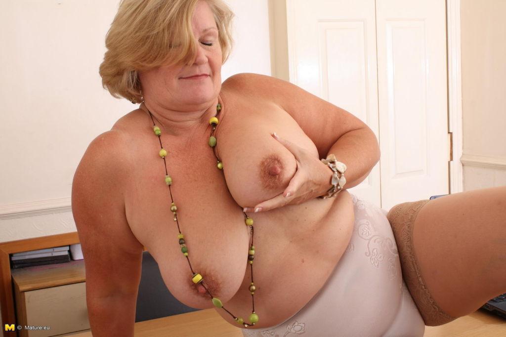 Chubby mature secretary getting dirty