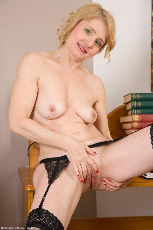 Isabella Diana milf teacher in stockings shows str