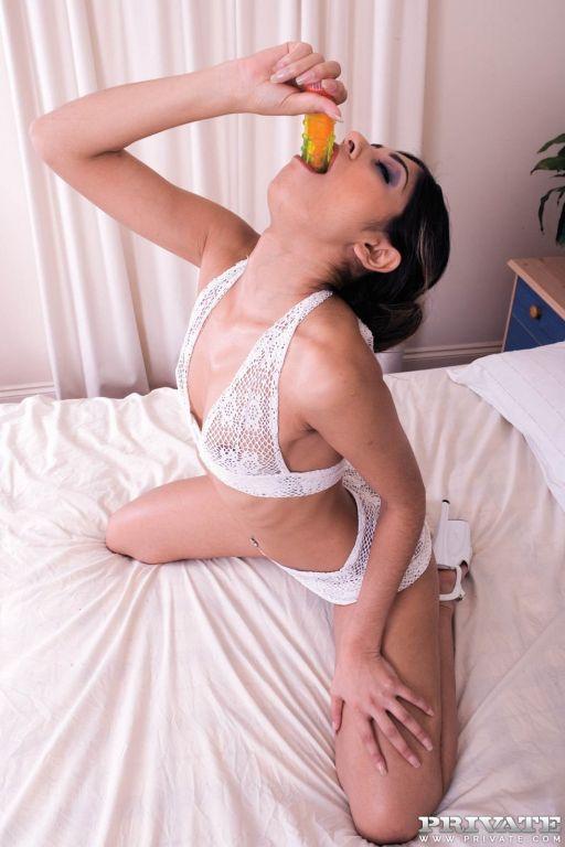 Pornstar Sahara Knite is the best deep throater