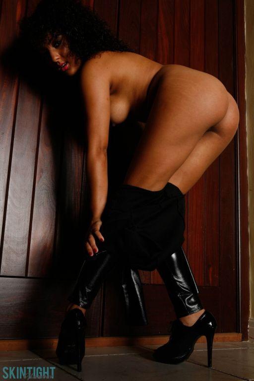 Kayla Louise in latex