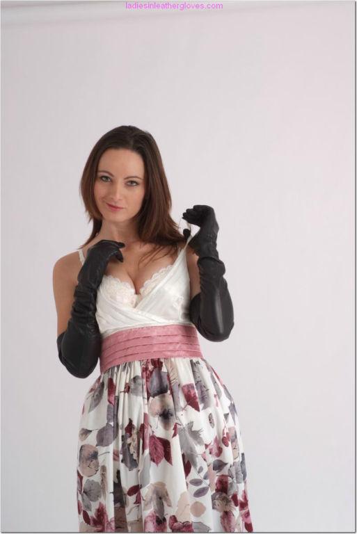 Stunning babe Honey loves having leather gloves pu