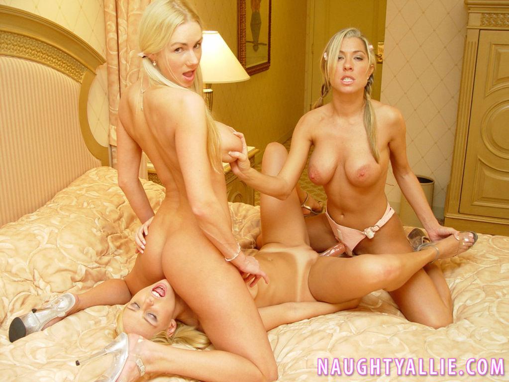 Lesbian Threeway Orgy
